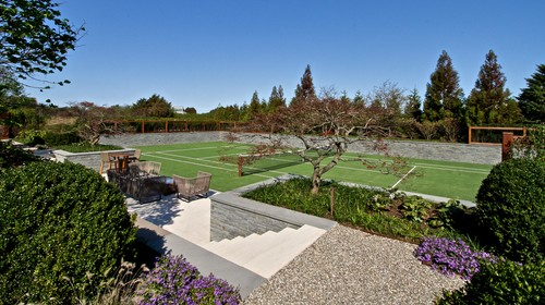 traditional-landscape-with-tennis-court