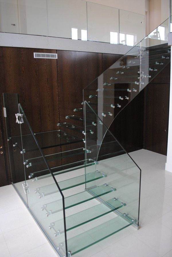 Ultra Modern Glass Tread Staircase
