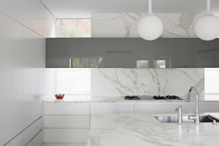White Modern Kitchen With Stone Splashback
