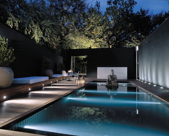 Chic And Modern Swimming Pool Lighting