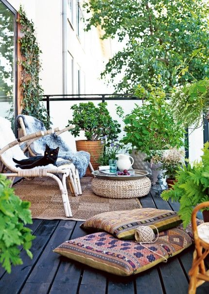 Green & Relaxing Outdoor Living Area