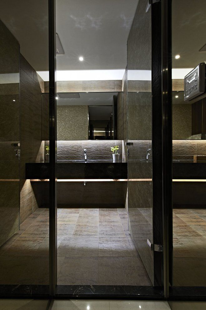 Narrow Modern Bathroom Design