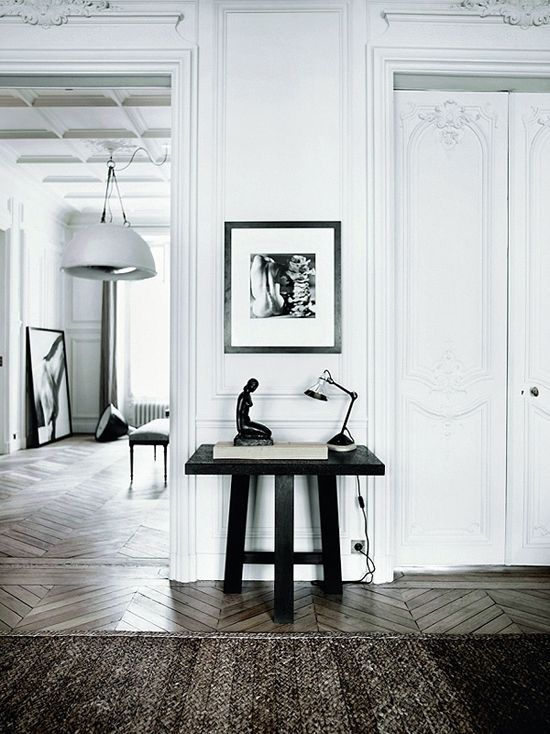 We would love to be living in this beautiful Parisian apartment!