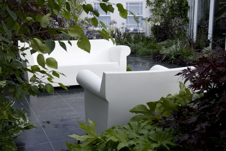 21 - modern courtyart lounges