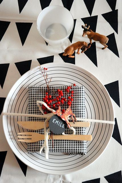 7 black & white table setting with deer