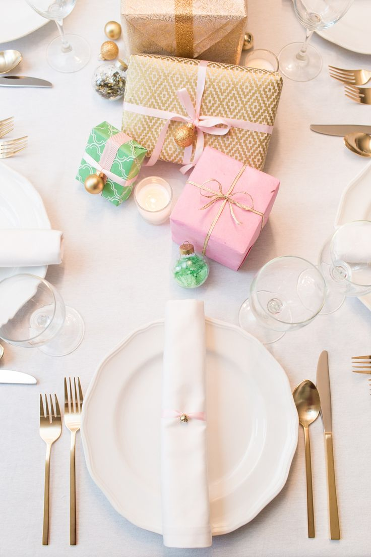 8 Christmas tablescapes with pink present