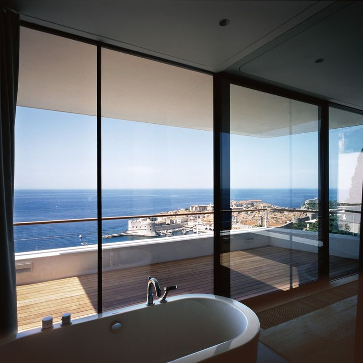 12 bath overlooking town