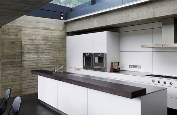 Modern-kitchen-with-natural-light